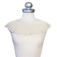 Peacock lace collar cream white