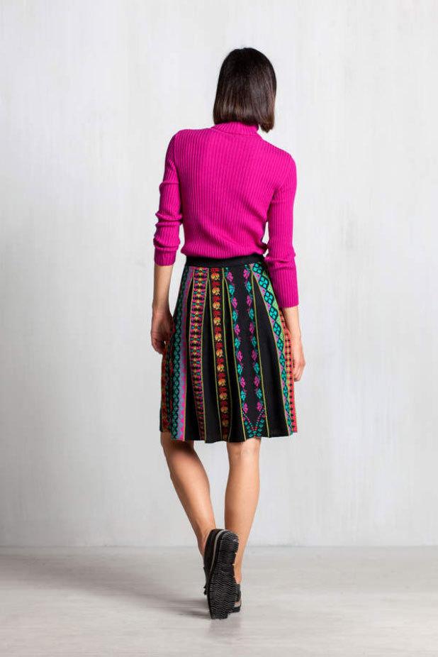 Merino skirt with pleats geometrisch plissee 52507 red rot IVKO Rock Wolle